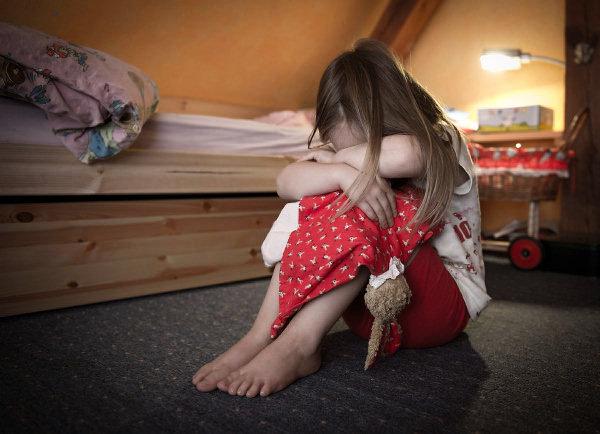 """OROL TV:  Perverznosť tzv. """"sociálok"""" – Jugendamt vyrába z unesených detí prostitútky"""
