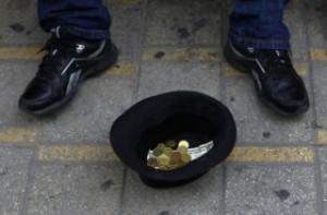 peniaze-euro-zobrak-bezdomovec-mince